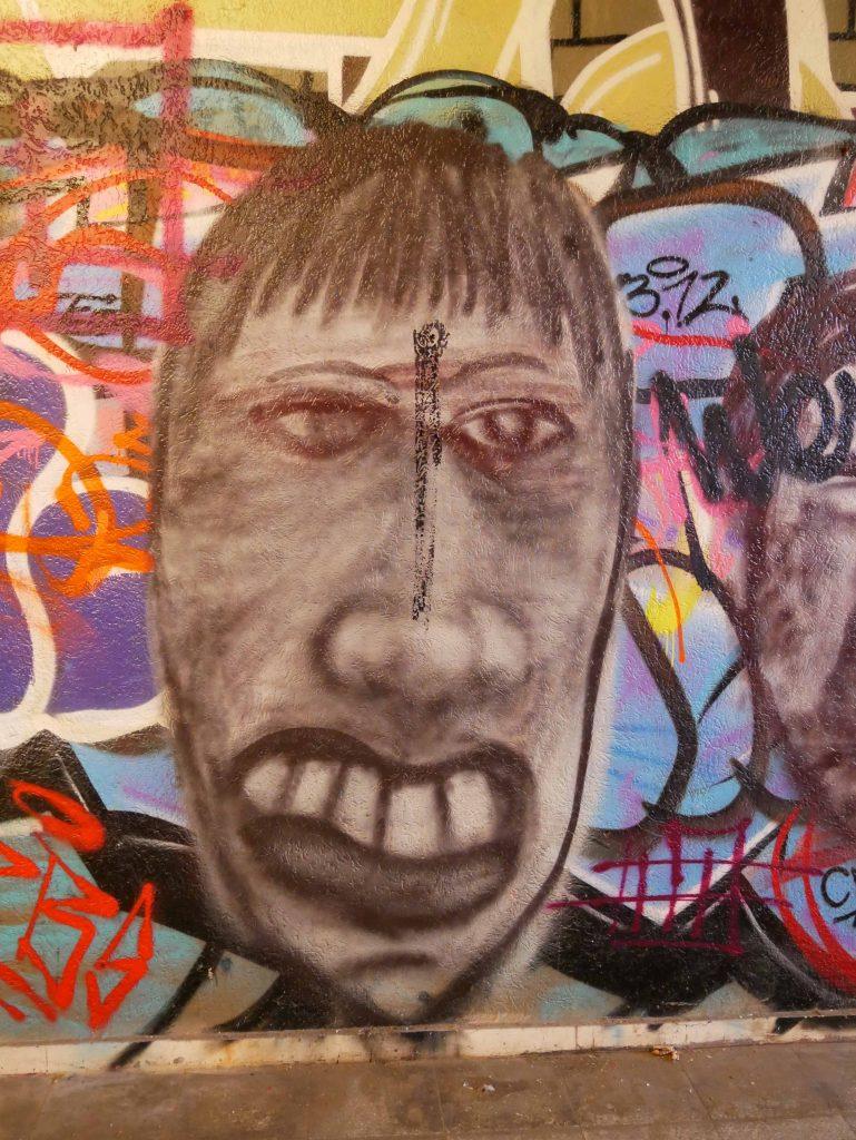 Fratze in Bochum auf Graffitiwand im Beitrag zu Vision Ziele Warum Psyche